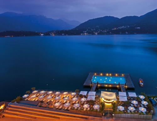 37 - grand hotel temezzo Beach by night