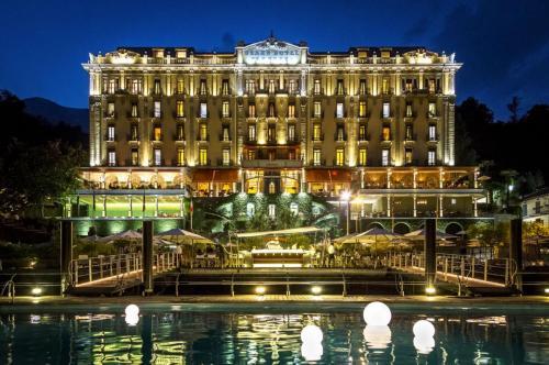 43 - grand hotel termezzo The Palace by night
