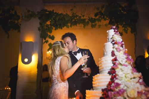 8-lake-como-wedding-planners-cutting-cake bespoke weddings