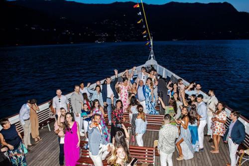 lake como party boat